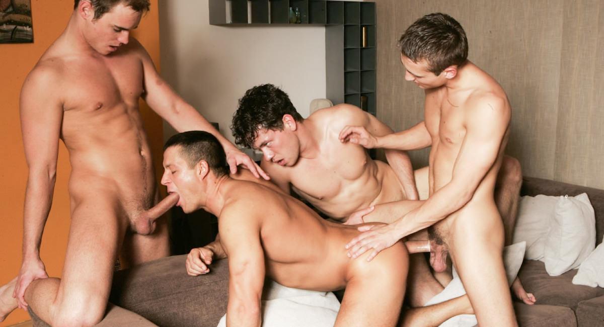 Gay Muscle Men : Julian Vincenzo Watches Glen Santoro, Joe Donovan, Jose Scott And Adam Kubick Fuck - Glen Santoro -amp; Julian Vincenzo -amp; Adam Kubick -amp; Jose Scott -amp; Joe Donovan!