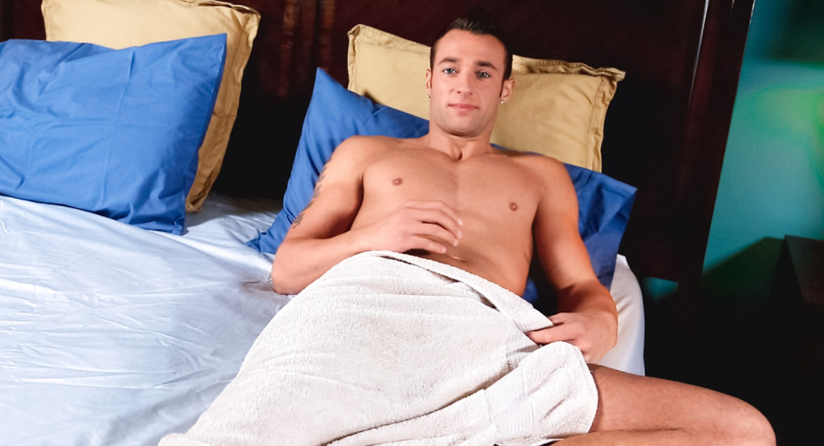 Gay Reality Porn : Ryan Knightly - Ryan Knightly!