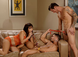 Everyone deserve a candy in this 3some
