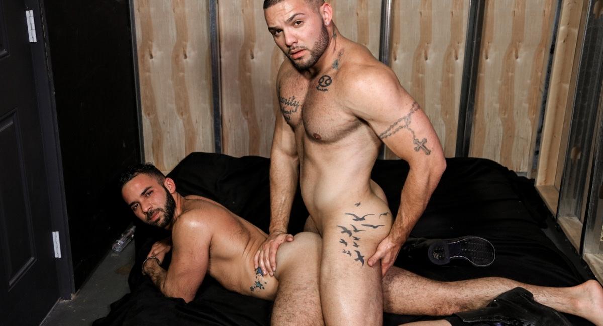 Men Over 30: Fernando Del Rio & Julian Knowles - Playroom Surprise
